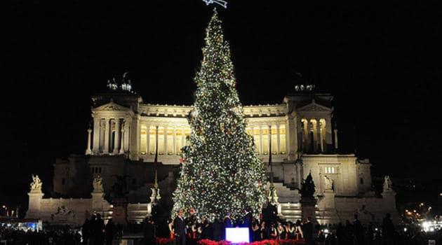 Albero Di Natale Roma 2020.Natale A Roma Alberi Luci Addobbi E Mercatini La Magia Delle Feste Nella Capitale